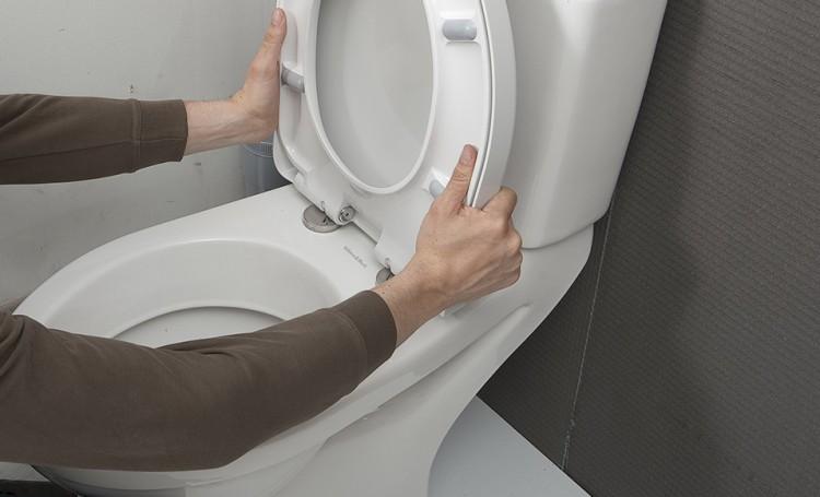 Comment remplacer soi-même des WC ?