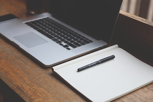 Comment réussir une carrière professionnelle en marketing et en communication?